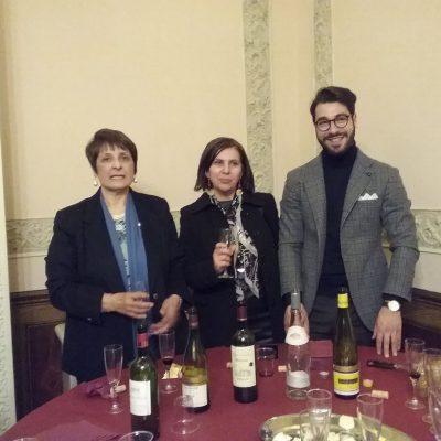 I membri dell'Alliance al tavolo dei formaggi e vini francesi.